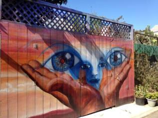 Big Eyes in graffiti alley san fran